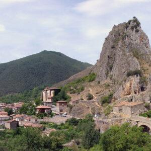 Barrio de Cuevas en Anguiano